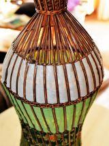 Lampe exotique en rotin et tissu
