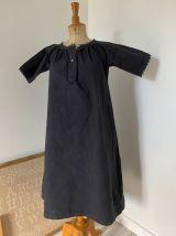 Robe noire avec monogramme