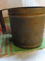 Demi litre ancien métal / pot à graine