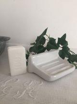 2 patères et porte-savon porcelaine blanche