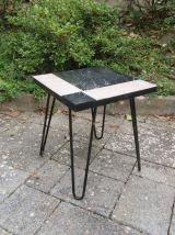 Petite table d'appoint pieds aiguille rose et noire