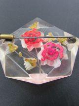 ancienne broche en lucite octogonale motifs floraux lucite f