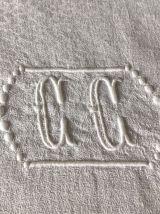 Nappe brodée, double monogramme