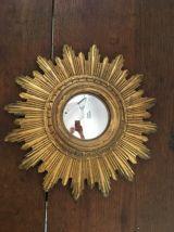 Miroir soleil en bois doré oeil de sorcière.
