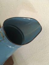 Broc ancien émaillé bleu.
