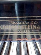 Piano 3/4 queue Kriegelstein, Médailles d'or, Paris