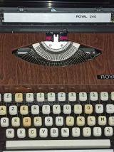 Machine à écrire Royal 240