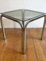 Petite table basse métal chromé et verre fumé – années 70