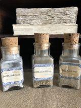 Petits flacons en verre ancien, matériel scolaire