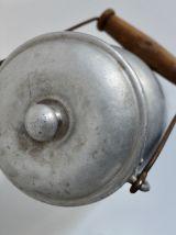 Pot à lait ancien en bois et aluminium