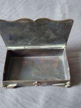 Ancienne petite boite de timbre en laiton ou cuivre argenté