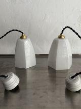 LOT 2 LAMPES SUSPENSIONS EN OPALINE VINTAGE