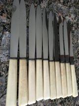 8 couteaux manche corne