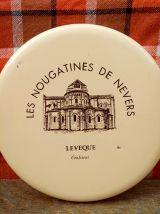 """Boite publicitaire en tôle """" Les nougatines de Nevers"""""""