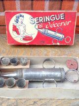 Ancienne seringue à décorer dans sa boite JTR