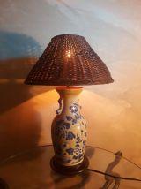 lampe  asiatique   peint a la main  fleur naive avec abajour