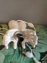 lampe mains en céramique blanche et globes en opaline