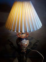 lampe asiatique  richement decorer 1960    tres belle 54x30