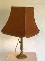 Lampe ancienne en laiton et velours