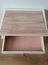 Chevet vintage relooké en bois clair
