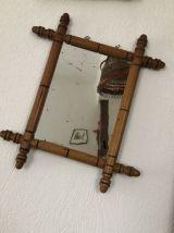 Ancien petit miroir en bois façon bambou