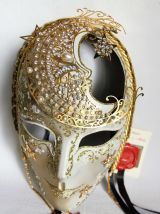 Très beau masque vénitien artisanal.