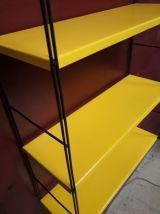 etagere string armature black  et plateaux metal jaune titi