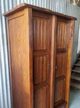 Armoire deux portes style brutaliste en orme massif – mid. X