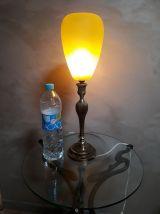 tres grande lampe bronze  abat jour verre jaune opaque  1940