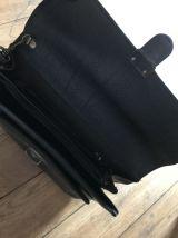 pochette noire