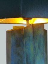 Sculpturale lampe brutaliste en laiton patiné de forme colon