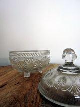 Sucrier / bonbonnière ancien en verre moulé