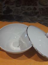 soupière  en porcelaine avec couvercle.