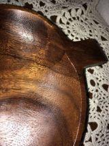 Plateau en bois exotique à compartiments.