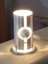 Lampe à poser « Space age ». 1970. Aluminium courbé.