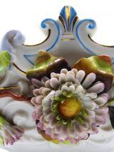 Centre de table en porcelaine a decor de fleurs