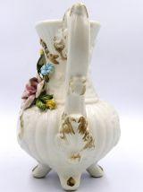 Vase en porcelaine en forme de cafetiére- Capodimonte