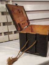 Ancienne caisse militaire de munitions en bois
