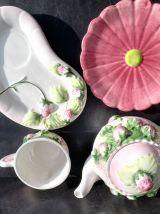 Set théière tasse et soucoupe fraises