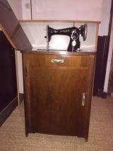 Meuble machine à coudre