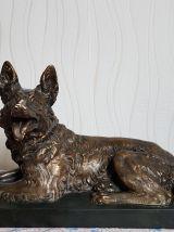 Statue Grand Berger allemand en plâtre moulé signé