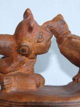 Vase cultuel art précolombien.