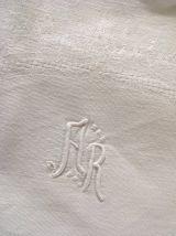 4 serviettes de lin damassé monogrammées A R.