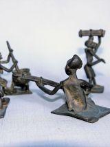 Lot de cinq statuettes africaines en bronze. Vintage.