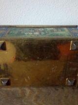 Ancienne boite à biscuits en tôle lithographiée avec miroir