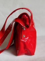 Sac à bandoulière TEXIER vernis rouge.  Sac porté épaule .