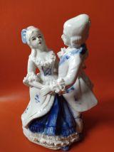 Statuette couple dansant en porcelaine