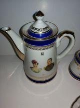 Service porcelaine de luxe café / thé  4 pièces à dorures