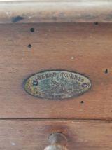 Moulin à café ancien bois et acier trempé marque Peugeot Frè