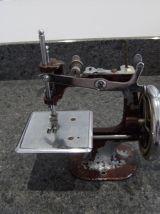 jouet ancien machine à coudre en tôle collection